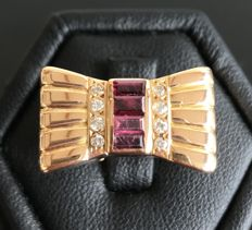 Bow ring in 18 kt gold, decorated with diamonds with a central line of rubies