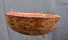 Pre-Columbian, bowl with a painted decor a.o. a figure - 20.2 cm