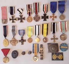 Collection of medals and insignias from the 1st World War, see description.