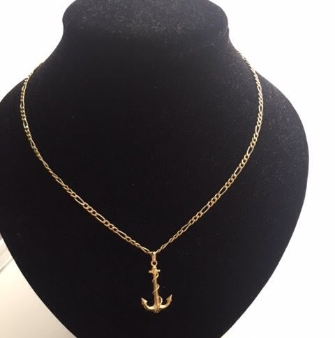 18 kt gold necklace and pendant, length: 47 cm.