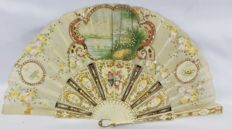 A silk and carved bone folding fan - Hand painted scenes, Spain or France, 19th century