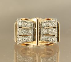 Bi-colour gold ring of 18 kt, set with 25 old single cut diamonds of approx. 0.65 ct in total, ring size: 16 (52)