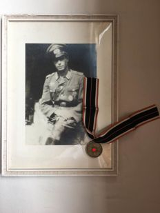 Framed picture and kriegsverdienste medal