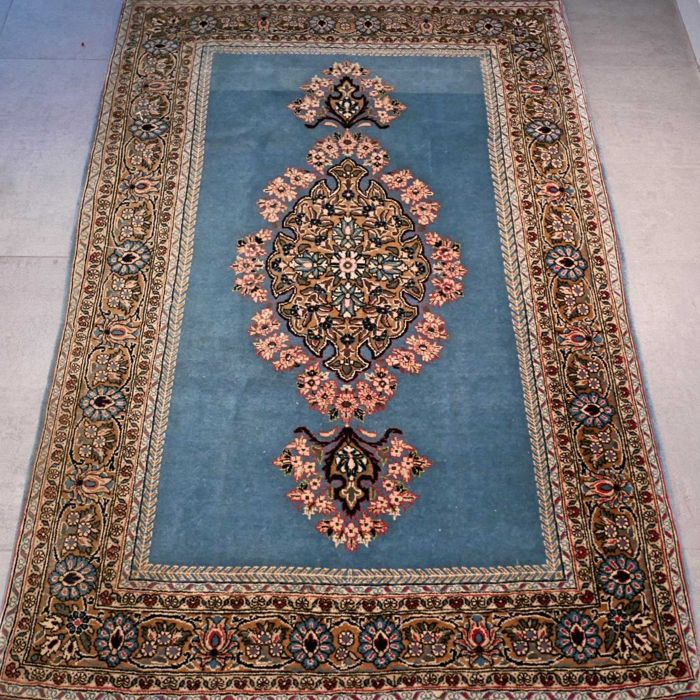 Fantastic Ghom Persian carpet with silk – 169 x 114 – SUPERB appearance