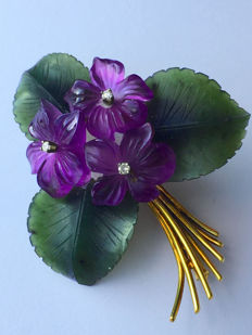 """Old brooch, pendant """"bouquet of flowers"""" with diamonds, amethyst flowers and jade leaves, made of 585 / 14kt gold, circa 1950"""