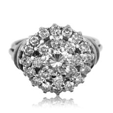 1.63ct Diamond Dress Ring with large central diamond - Ring size: 49-15 3/4-J 1/2 (UK)