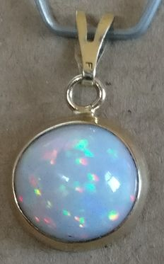 Opal pendant 14 kt gold 5.9 ct total