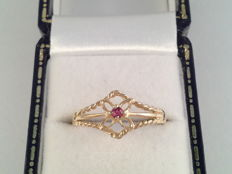 Antique yellow gold ring with ruby – Ring size 17.50/55
