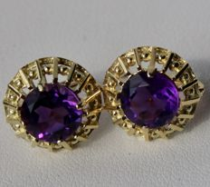 Approx. 1960/70 gold earrings with natural amethyst of approx. 2.68 ct in intense violet colour