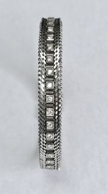 18 kt white gold bracelet set with 40 brilliant cut diamonds, all around, 1.20 ct in total – length 18 cm