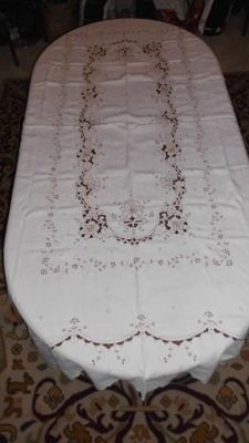 Banquet tablecloth (2,45 m x 1,70 m) with a complete hand made embroidery from Madeira Island - Portugal - Decades of 1950/60