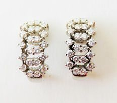 585 / 14 kt white gold stud earrings / creoles with 44 white diamonds totalling 1 ct – approx. 21 x 10 mm