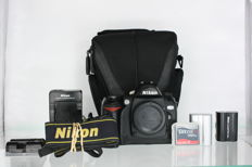 Nikon D70 with two batteries, CF card, and highly functional Samsonite bag - +-14170 clicks
