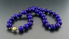 Fine lapis lazuli necklace, lapis lazuli beads of approx. 12 - 12.5 mm diameter, 375 yellow gold ---no reserve price---