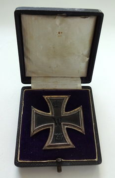 Iron Cross 1st class 1914 on a pin with award case