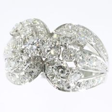 Stunning platina cocktail ring from the fifties with 2.70ct diamonds