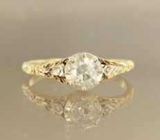 Gold with silver solitair ring, set with a rose cut diamond of approx. 0.40 ct in total, ring size: 19.5 (61)