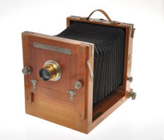 "Beautiful ""travel"" wooden camera 13x18cm with lens, probably ""made In Italy"""