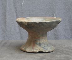 Pre-Columbian, bowl on foot with a painted decor - 9.7 cm