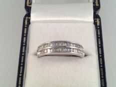 Vintage ring, white gold with diamond, brilliant and baguette cut, 0.46 ct. Ring size 16.25 / 51.