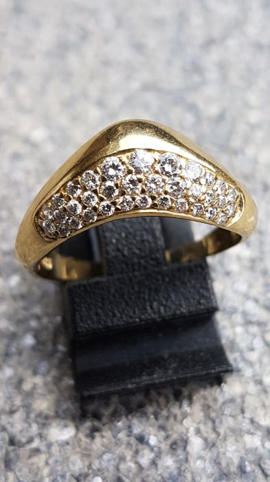 14 kt gold women's ring with small brilliant cut diamonds.  Ring size: 18.5 mm (58)