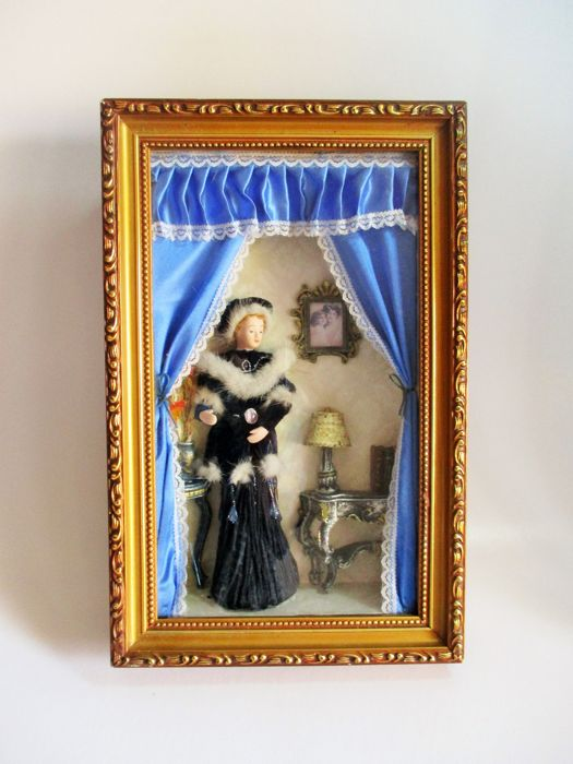19th Century Drawing Room: Wooden Diorama Of 19th Century Living Room And Lady