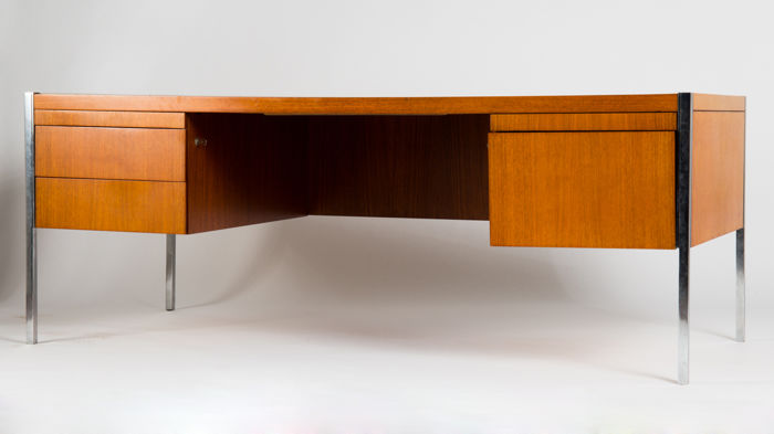 Richard Schultz for Knoll International – Executive director's desk