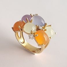 Tutti Frutti ring in yellow gold with jades, chalcedony, carnelians and brilliants – Size: 17.2 mm and 14/54 (EU)