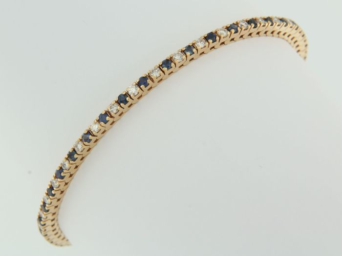 Tennis bracelet in 14 kt red gold with 38 sapphires and 38 diamonds.