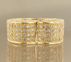 Yellow gold ring of 14 kt, set with 208 brilliant cut diamonds of approx. 3.00 ct in total, ring size: 17 (53)