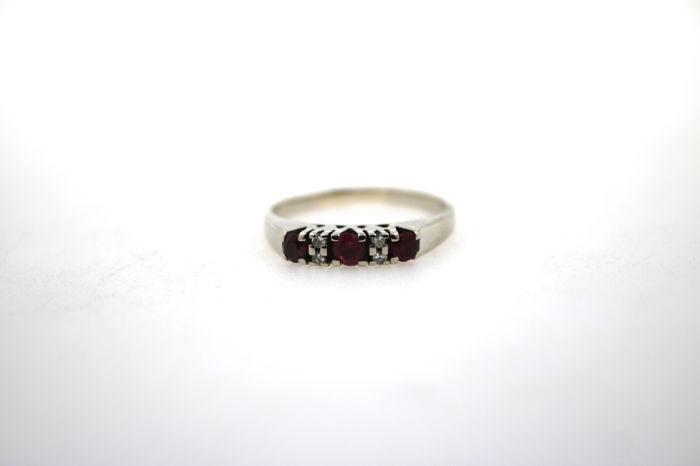 Gold ring 585 white gold with ruby and 4 brilliants 0.06ct VSI TW - size 56