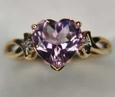 Gold ring with a clear heart shaped natural Amethyst enchanted by diamonds, total of approx 2ct in very nice state.