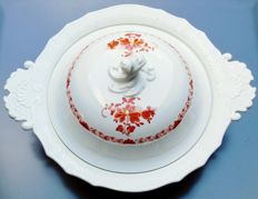 Large tureen Porcelain Manufactory Meissen Sword mark * decor: Indian coral red painting