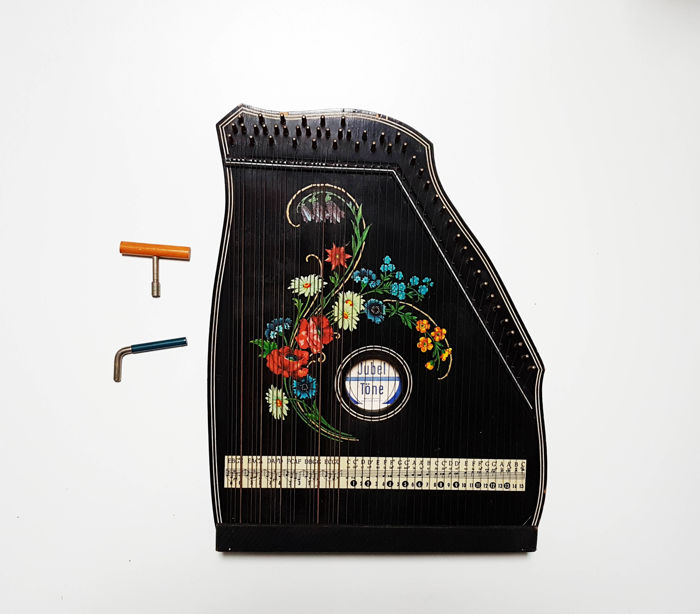 Large old Jubeltone Chord Zither / Citer , with accessoires