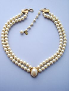 Vintage - Liz Claiborne signed copyright - simulated Pearls & 14k Gold plated Necklace - NO Reserve