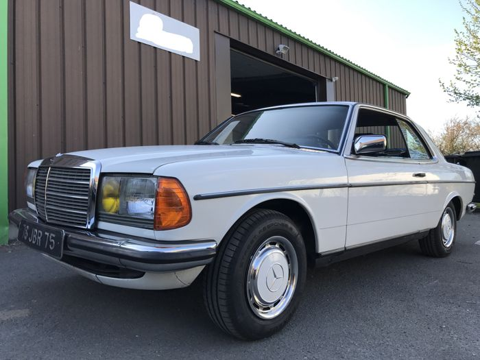 Mercedes-Benz - 230CE - 1981 - Automatic transmission - 4 electric windows