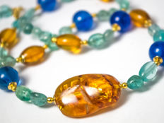 Aquamarine necklace with kyantie quartz and amber, 47 cm long, 18 kt gold clasp