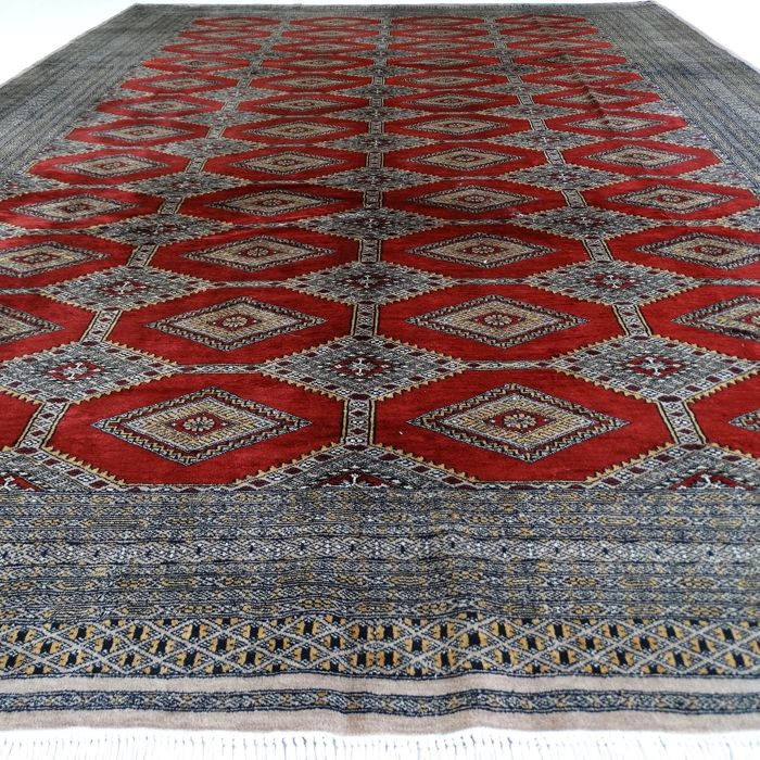 "BUKHARA – Pakistan – 343 x 247 cm – ""Finely knotted, large oriental rug with rich shine"" – Second half previous century."