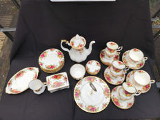 39-piece Royal Albert tea set - Old Country Roses