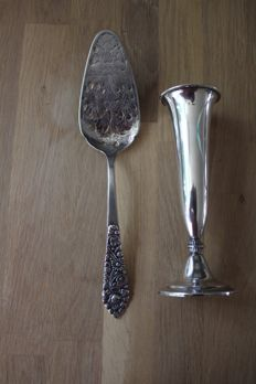 Lot of two silver items - silver cake scoop / fruit scoop and silver flower vase, Germany, 20th century