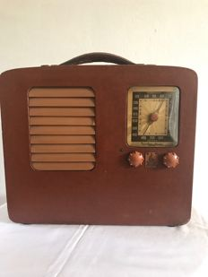 Emerson portable radio with tubes