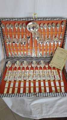Vintage cutlery set for 12 people, in 800 silver plating, in good condition.