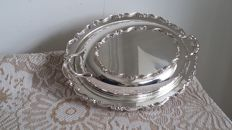 oneida tureen&pirex glass serving dish silver plated made in canada.