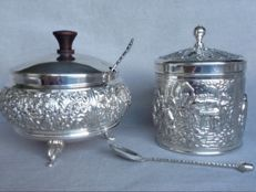Beautiful decorated silver plated sugar bowl and tea caddy by Douwe Egberts van 1960.