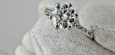 ct 1.20 ct round diamond ring in 14 kt white gold - size 6