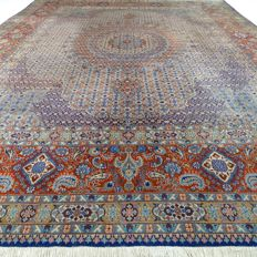 "MAUD – Iran – 397 x 295 cm – ""Showroom carpet – Oversized Persian carpet with silk"" – Second half previous century."