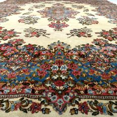 """KERMAN LAWAR – Iran – 391 x 267 cm – """"Extra Large Persian eye-catcher – Semi-antique, finely knotted regal rug"""" – Mid previous century."""