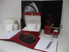 Cartier set consisting of: wristwatch storage box (model ref. COWA0043), instruction booklet, certificate of guarantee, 2 watch display stands, cleaning set with brush and spray and luxury Cartier catalogue (model: Clé)