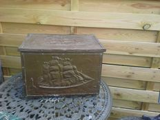 Original Sea chest, entirely with brass fittings, in original condition.  Mid 20th century, the Netherlands
