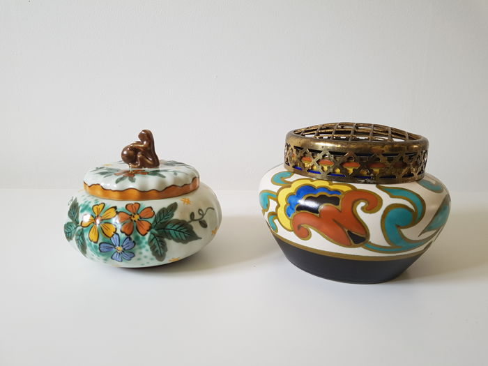 Plateelbakkerij Zuid-Holland Gouda - Lidded box Wally, flower frog Trudy